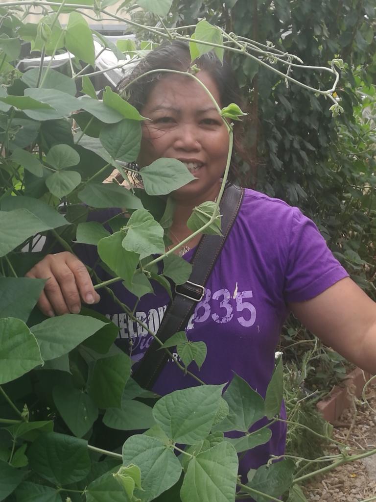 Jelina hiding beans