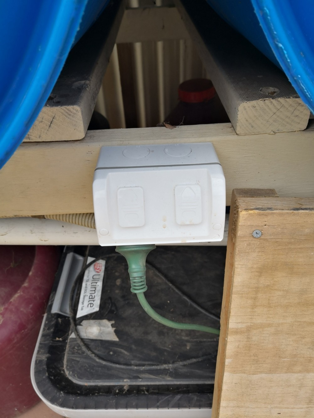 Weatherproof power sockets