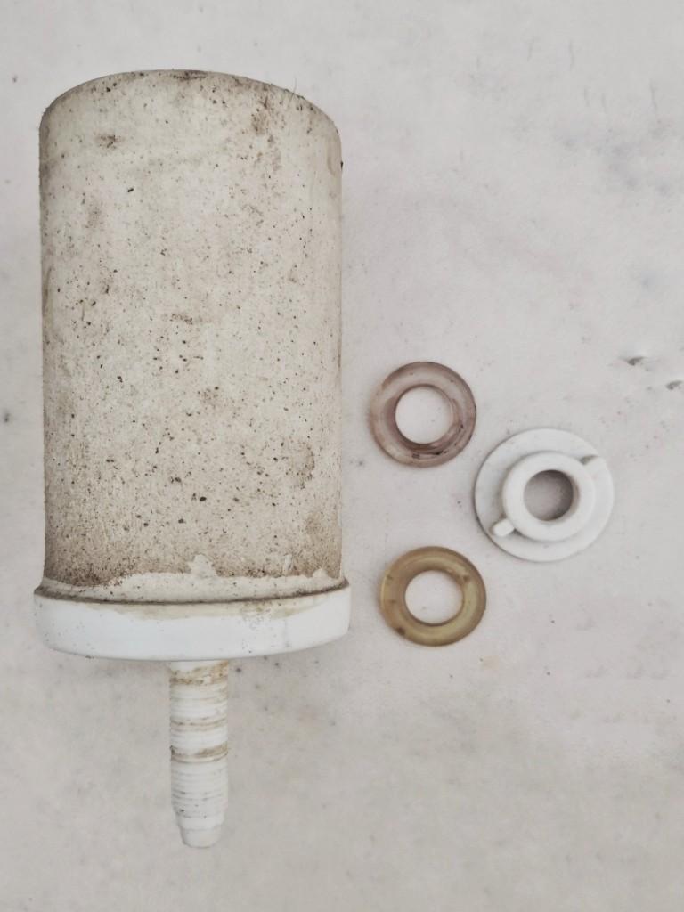 Filter, 2 sealing rings and lock nut.